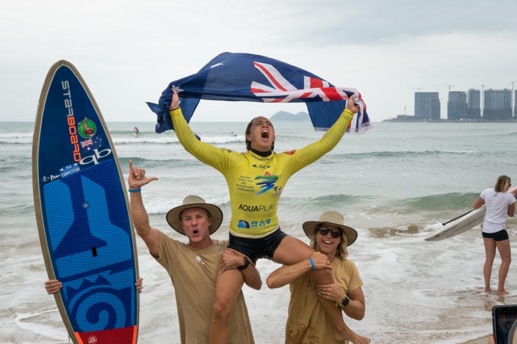 Shakira Westdorp laisse échapper ses émotions après avoir remporté sa troisième médaille d'or consécutive pour Team Australia. Photo: ISA / Sean Evans
