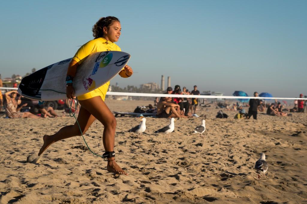 La Brésilienne Tainá Hinckel disputera les demi-finales de la Coupe ISA Aloha. Photo: ISA / Sean Evans