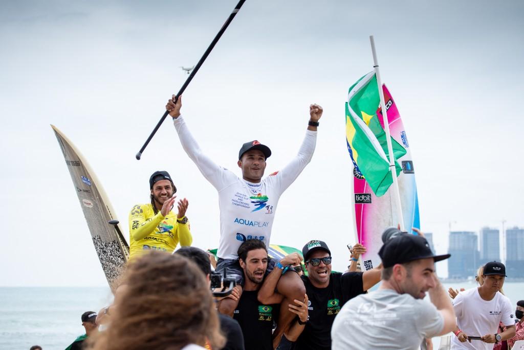 Le Brésilien Luiz Diniz s'impose dans le deuxième ISA SUP Surfing Gold. Photo: ISA / Pablo Jimenez
