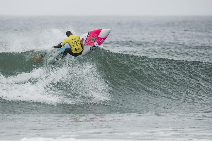 Le champion du monde ISA SUP Surf, Luiz Diniz (BRA), cherchera à bien démarrer sa campagne 2018 le 23 novembre. Photo: ISA / Ben Reed
