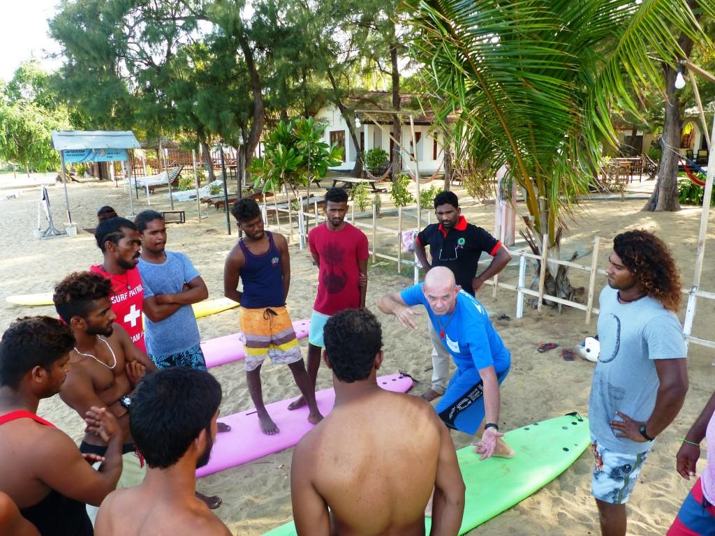 Concentration totale des gars sur l'ISA Level 1 Arugam Bay.