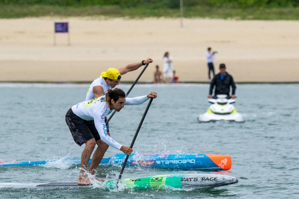 Arthur Santacreu (BRA) a terminé premier dans toutes ses courses vendredi, y compris en finale. Photo: ISA / Pablo Jímenez