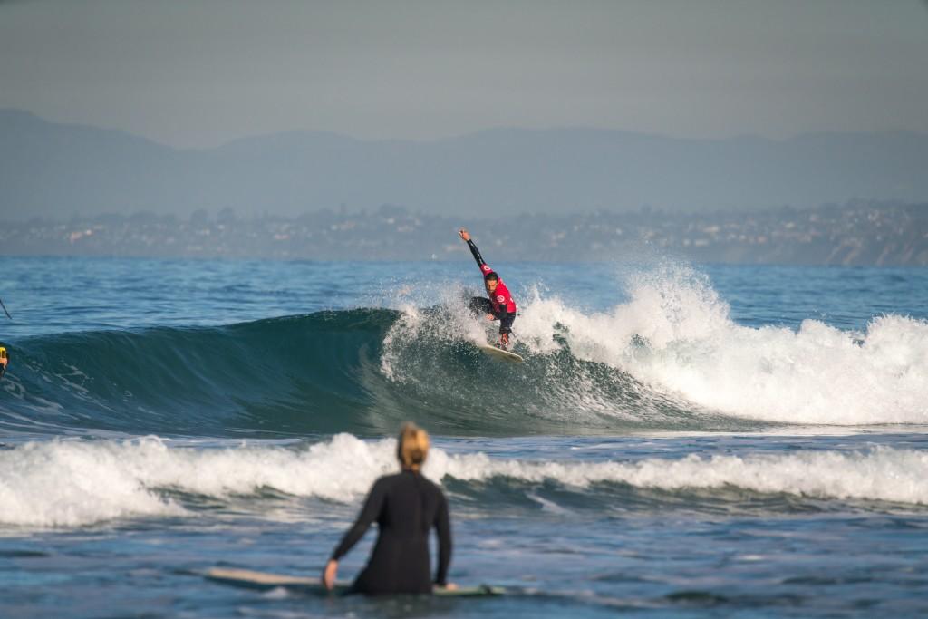 Le Français Eric Dargent a failli gagner une médaille en 2018, mais il sera présent dimanche pour soutenir la communauté mondiale du surf adaptatif. Photo: ISA / Sean Evans