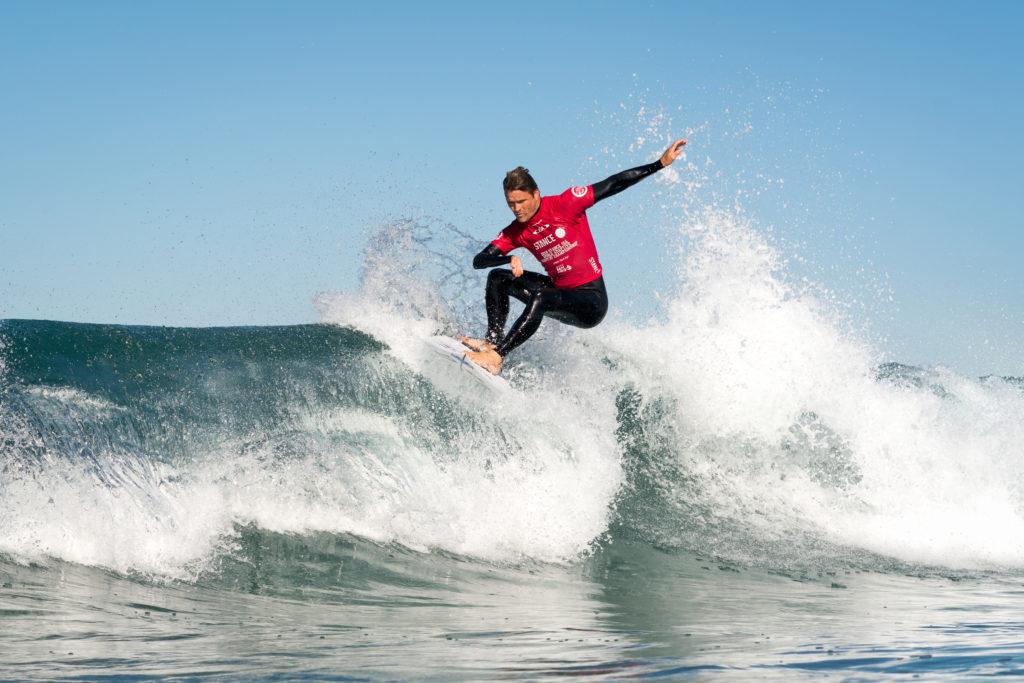 Antony Smyth, d'Afrique du Sud, en route pour la demi-finale AS-1. Photo: ISA / Sean Evans