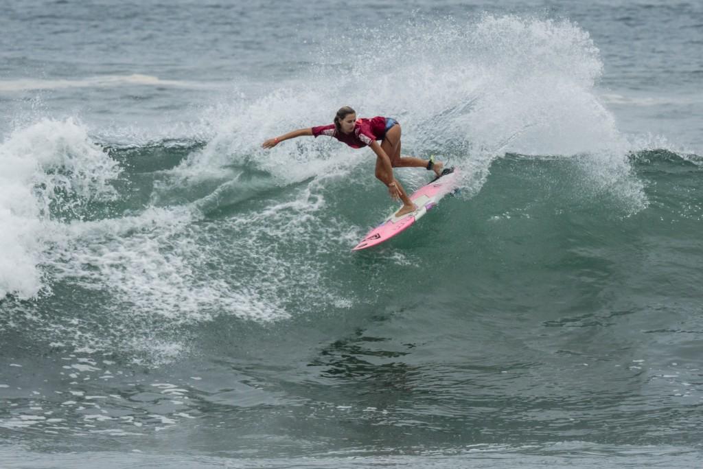 Chelsea Tuach (Barbade) surfe aux Jeux mondiaux du surf ISA 2015 au Nicaragua où elle a remporté une médaille de cuivre, sa meilleure performance ISA. Photo: ISA / Ben Reed