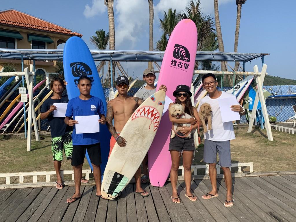Le club de surf Pangu Palm de la province de Hainan en Chine célèbre l'IDSDP.